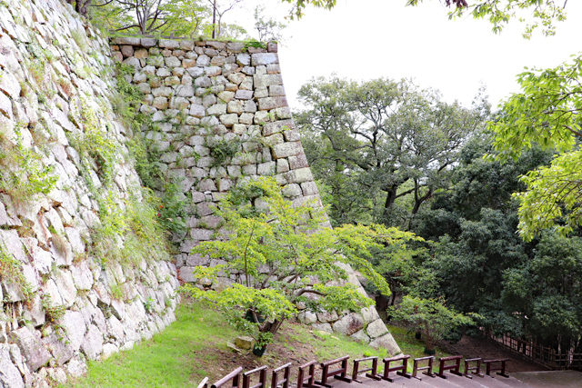 明石城・扇の勾配の石垣