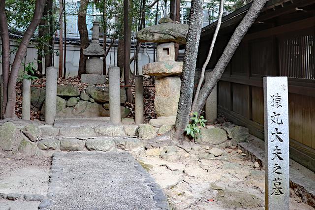 芦屋神社・猿丸太夫の墓