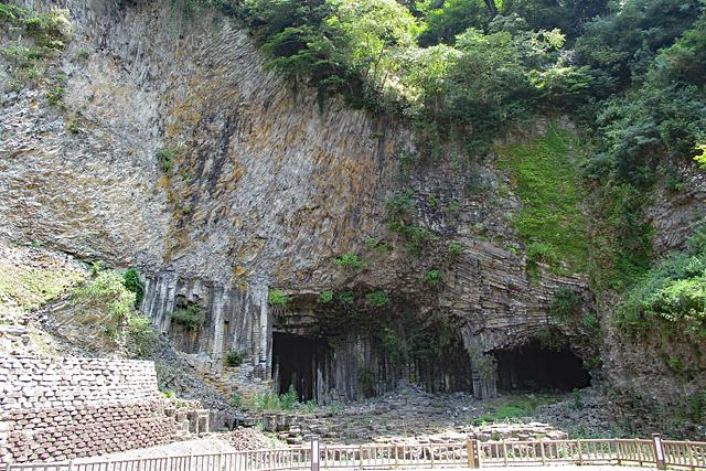 火山岩の絶壁・玄武洞