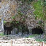 玄武洞|規則的な節理模様が美しい、火山岩の絶壁(兵庫名所巡り)