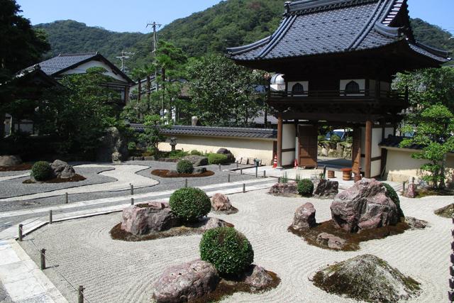 極楽寺・枯山水石庭