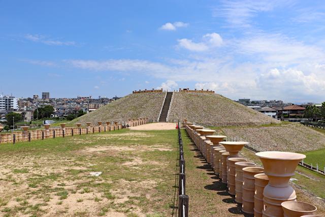 五色塚古墳・墳丘前方部の埴輪列