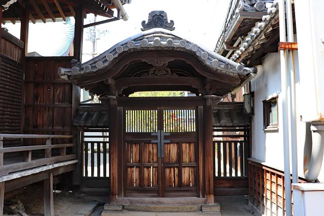 本興寺三光堂唐門