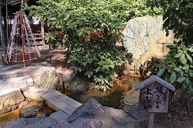 生田神社・水占いの池
