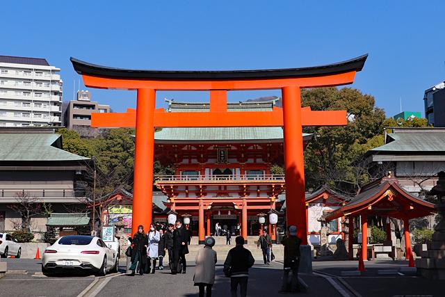 生田神社・三の鳥居と楼門