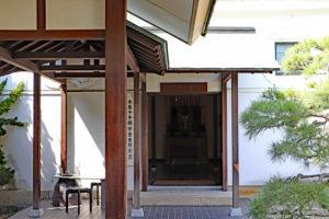 花岳寺・義士木像堂