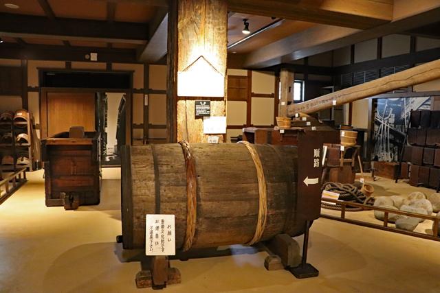 菊正宗酒造記念館・酒造展示室(大砲)