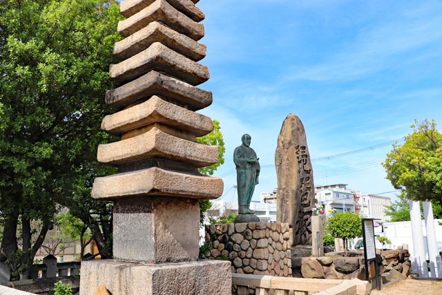 清盛塚・清盛像と琵琶塚