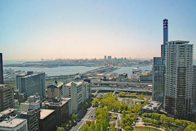 展望ロビーから眺める神戸港