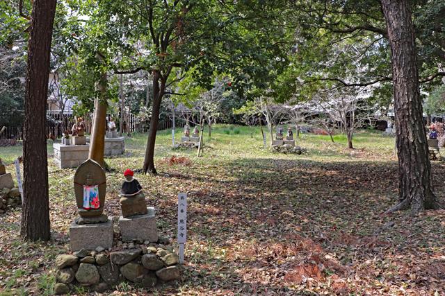 昆陽寺・境内の石仏