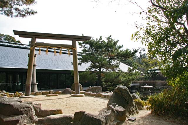 西宮神社境内・神池