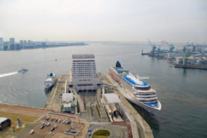 展望室から眺める神戸港