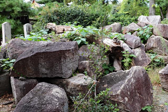 御香宮神社境内・伏見城跡残石