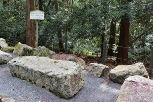 伏見桃山陵参道脇・伏見城の石