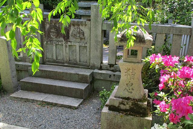 宝筐院・墓前の石灯籠