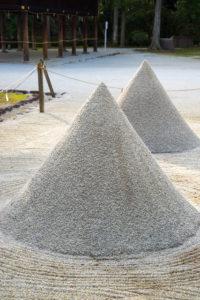 細殿前の立砂