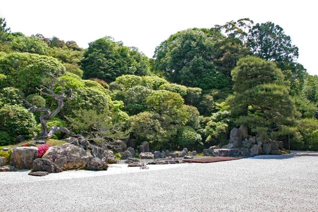 金地院庭園、鶴島(左)・亀島(右)