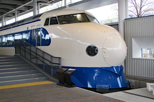 京都鉄道博物館・0系新幹線(プロムナード)