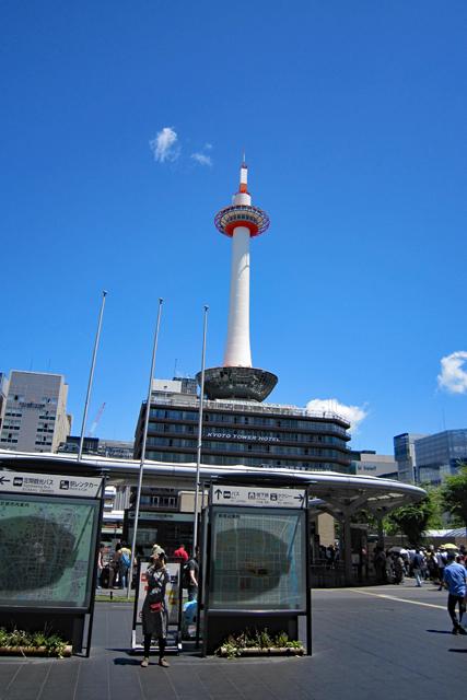 駅北側の京都タワー