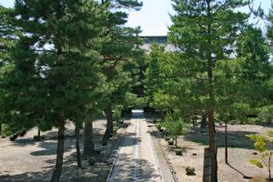 天王殿から眺める三門