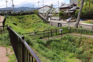 勝龍寺城・土塁空堀跡(神足神社)