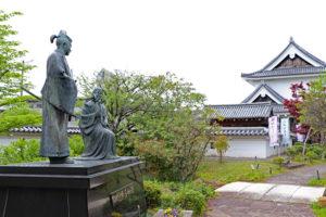 勝龍寺城、細川忠興とガラシャの像