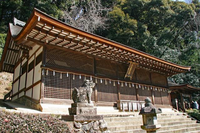 宇治上神社本殿を左から