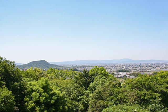 川原展望台から畝傍山と橿原の街