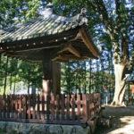 傘堂|二上山麓・當麻の里に立つ、一本足の奇妙なお堂(奈良名所巡り)