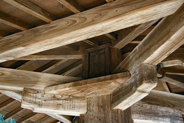 傘堂の柱上部