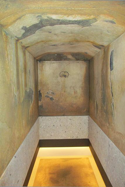 四神の館展示室・キトラ古墳石室(レプリカ)