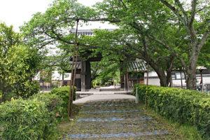 橘寺の門前