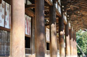 金堂の正面柱