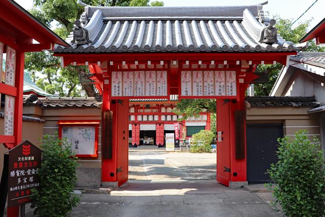 愛染堂境内入口