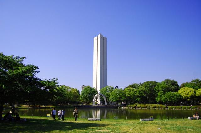 大仙公園・芝生広場と平和塔
