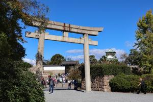 豊國神社から大阪城天守閣を望む