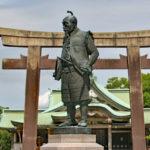 豊國神社|天守閣を向いて立つ、威厳あふれる秀吉公(大阪名所巡り)