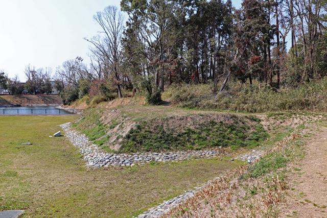 今城塚古墳・造出と墳丘内の小道