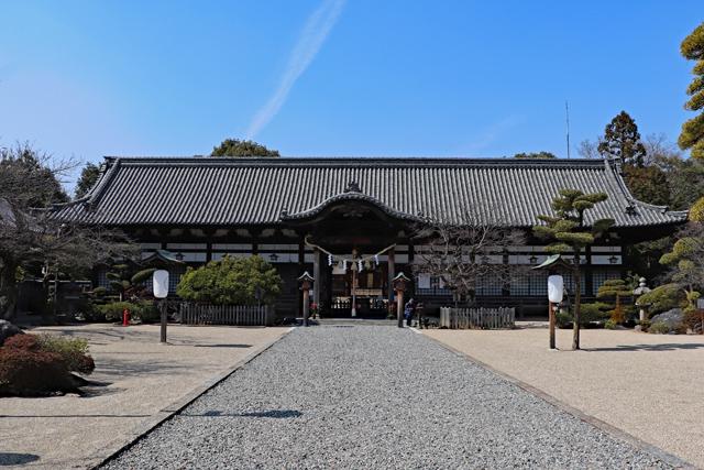 誉田八幡宮・拝殿正面