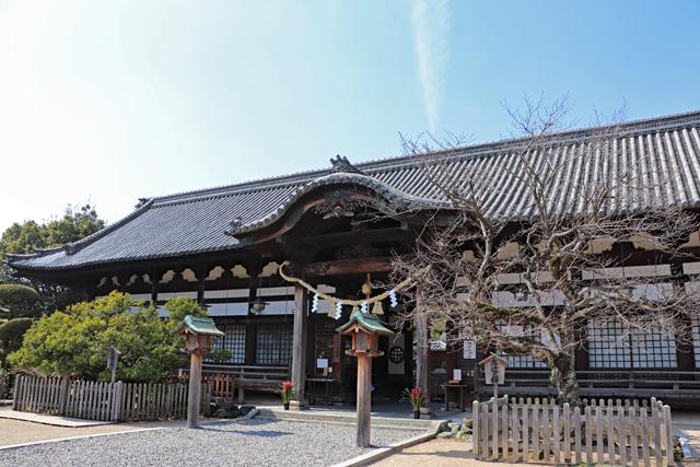 誉田八幡宮・拝殿入口