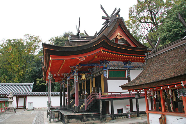 錦織神社本殿と摂社