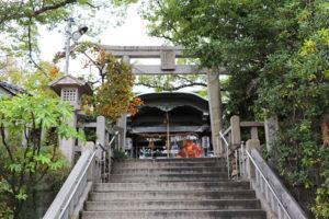 三光神社社殿前