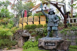 三光神社・真田幸村像と真田の抜け穴