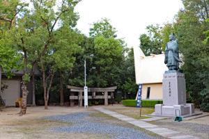 玉造稲荷神社・境内の豊臣秀頼像