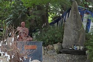 安居神社・幸村像と戦没の石碑