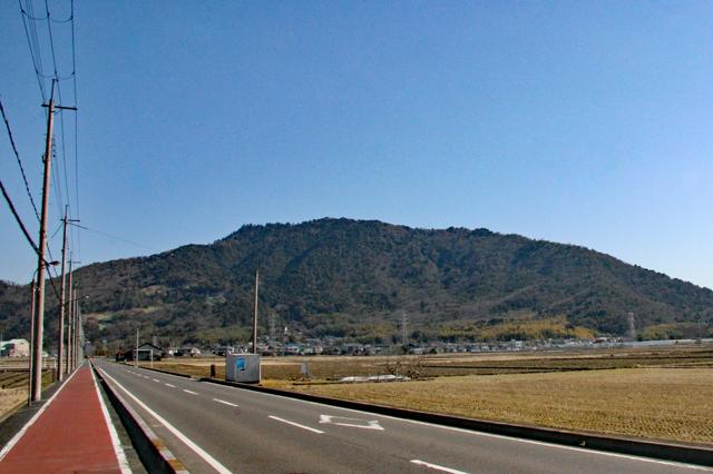 繖山(きぬがさやま)遠景