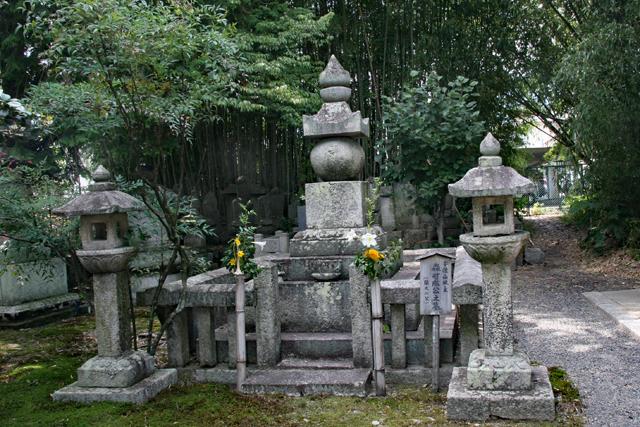 聖衆来迎寺・森可成の墓