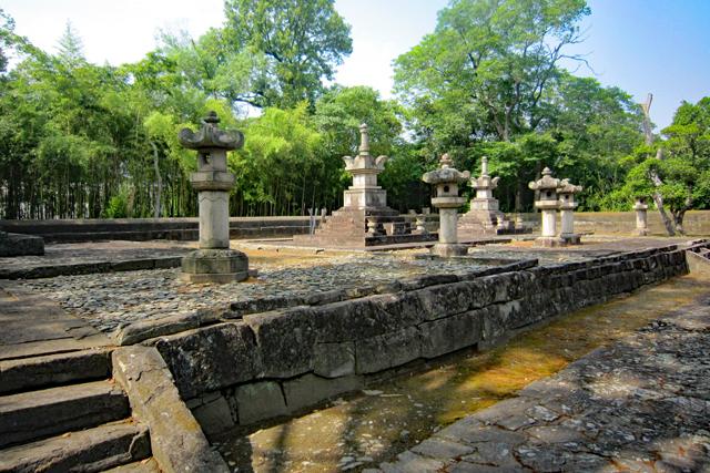 報恩寺・藩主正室の墓所