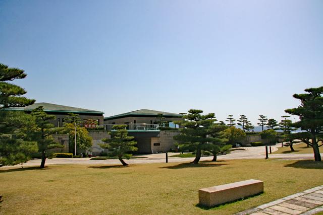 片男波公園・万葉館
